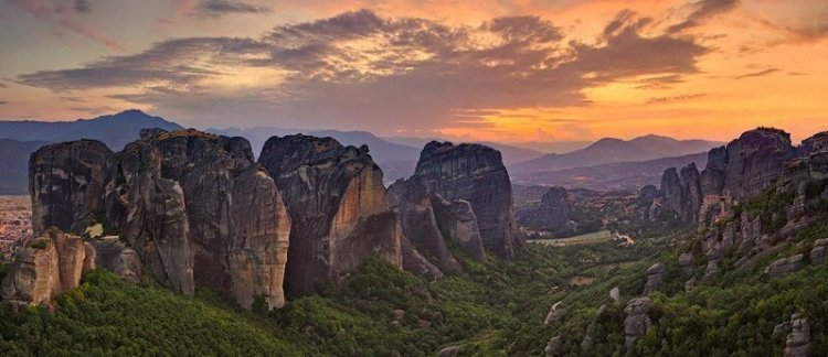 "Travel Suggestion: Meteora Greece's ""City"" in the Sky"
