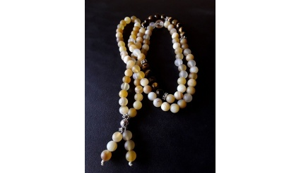 Buddha\'s White Lotus - the 108 Mala Prayer Necklace