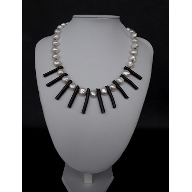 The Spirited Necklace made of Freshwater Pearls, Black Coral and 925 pure Silver